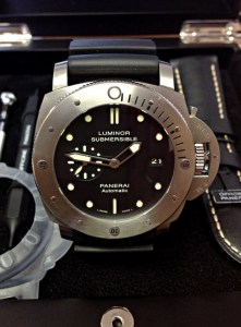 Panerai replica Luminor Submersible PAM00305 orologio replica 4